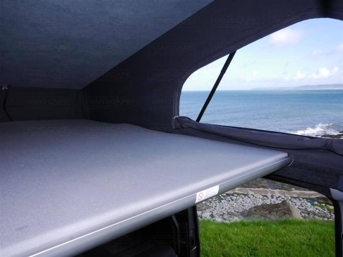 bett mit dach garten im quadrat himmelbett cubic mit baldachin westfalia roof abenteuerbett. Black Bedroom Furniture Sets. Home Design Ideas
